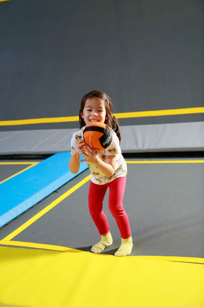 toddler plays on trampoline at little o session at oxygen freejumping