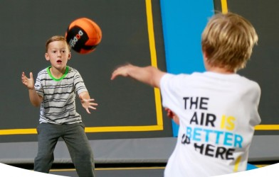 kids play dodgeball at oxygen freejumping